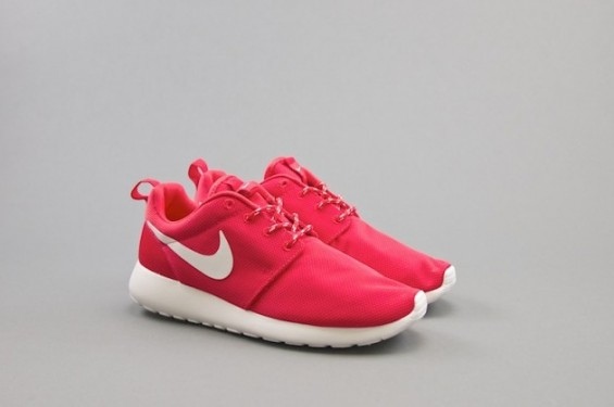 nike-roshe-run-july-3-630x419-565x375
