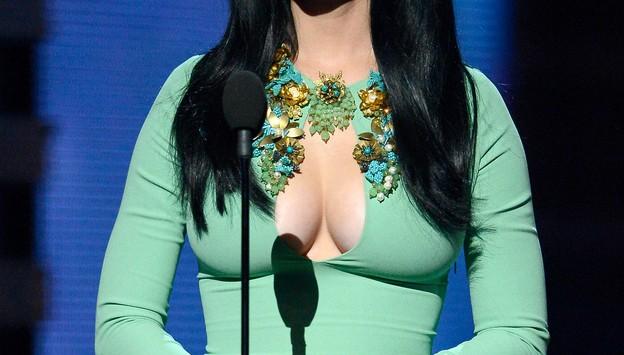Katy-Perry-Boobs-Grammys