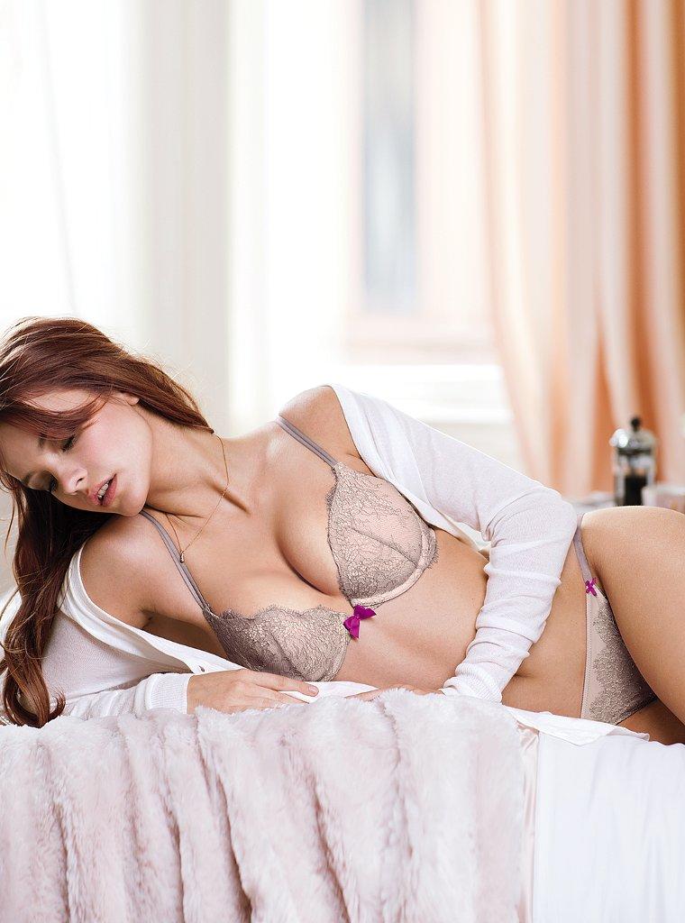 Barbara-Palvin-VS-lingerie-9