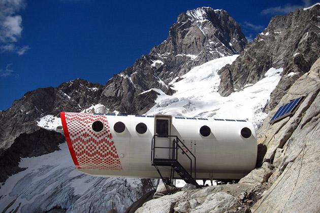 Refuge-Gervasutti-Alpine-Hut-LEAPfactory-2